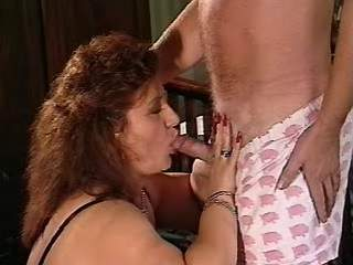 Experienced busty mature in action