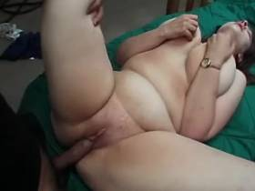 Aged man fucking chubby girl on bed