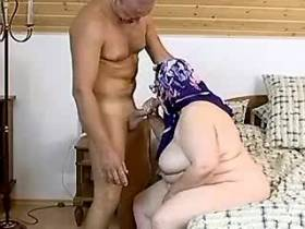 Ultrafat mature maid screwed on bed