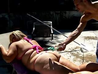 Blond chubby girl spoils horny stud