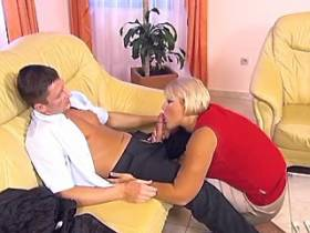 Guy licks blonde plumper on sofa
